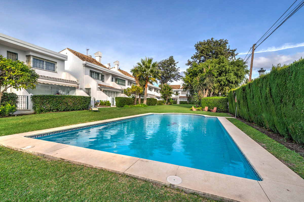 Townhouse with great location just 500m from the beach of San Pedro de Alcantara. 3 bedrooms, 2 bath,Spain