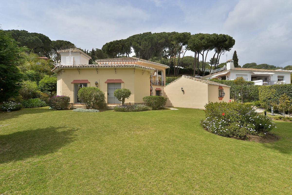 Fantastic villa in excellent location in Nueva Andalucia, Las Brisas Golf. Close to everything, 5 mi,Spain