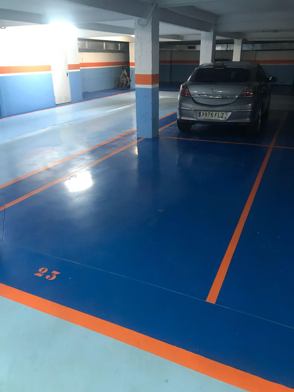 garage in the center of San Pedro de Alcantara walking to all services,Spain