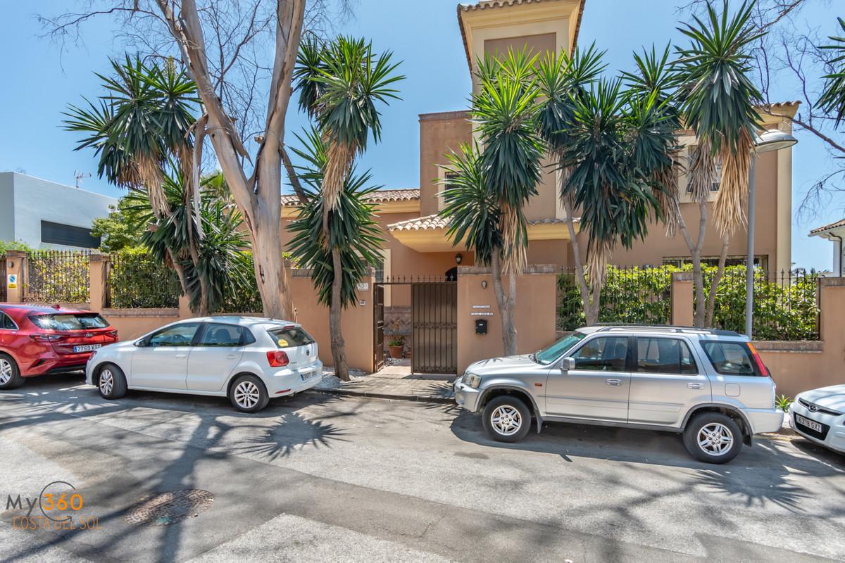 Villa Till salu i Elviria R3454444