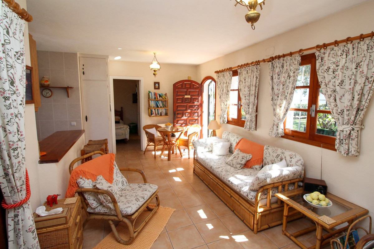 House in Elviria R3628523 4