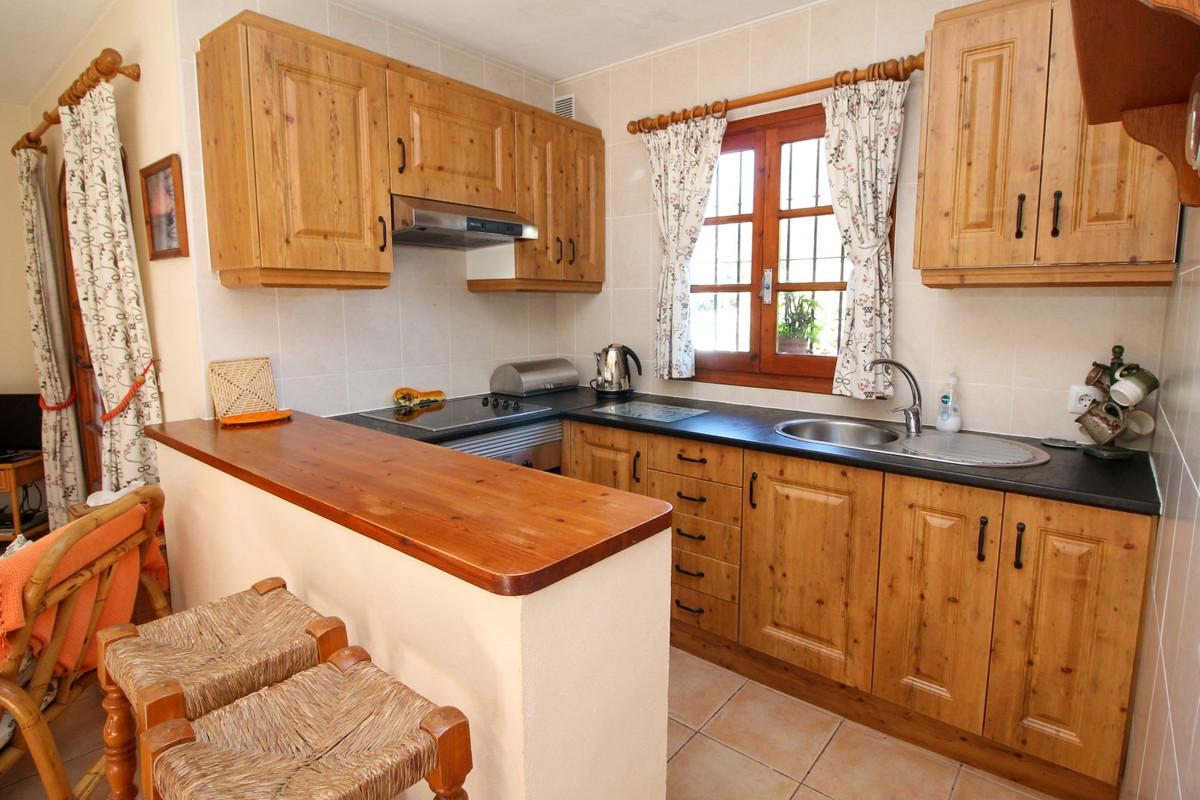 House in Elviria R3628523 8