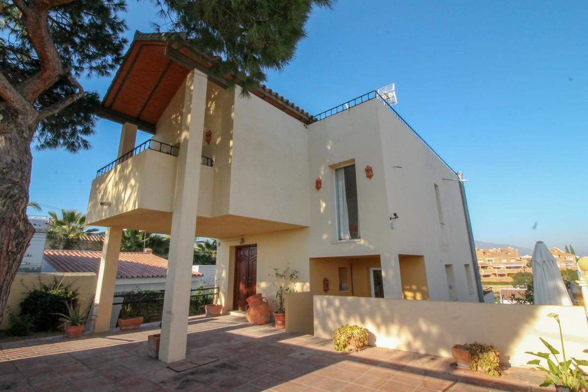 Villa 3 Dormitorios en Venta Nueva Andalucía