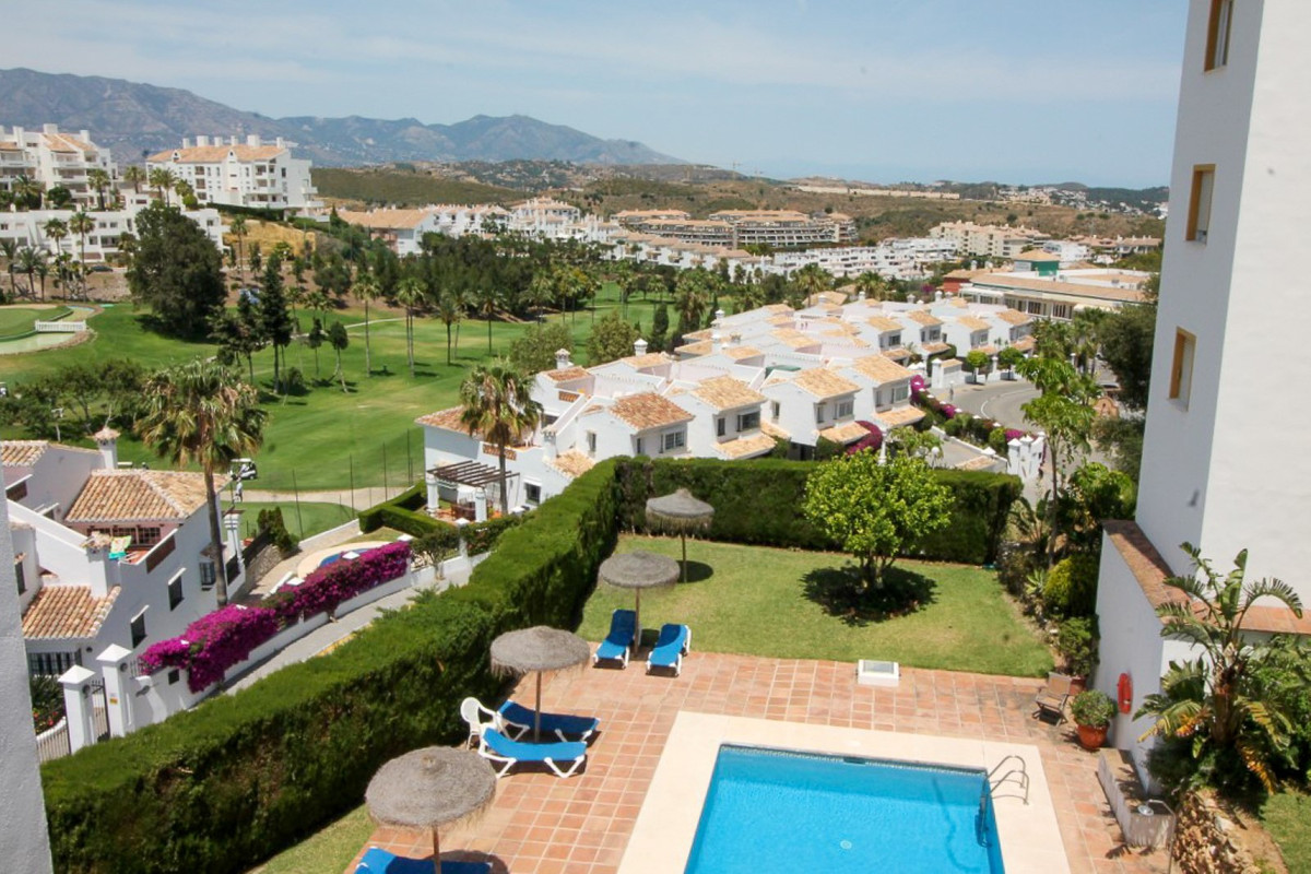 Delightful 2 bedroom 2 bathroom top floor apartment within walking distance to all amenities in Rivi,Spain