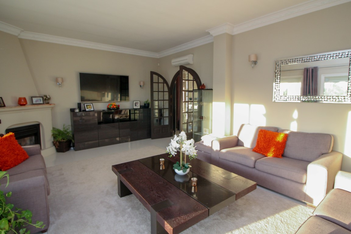 Villa con 4 Dormitorios en Venta El Chaparral