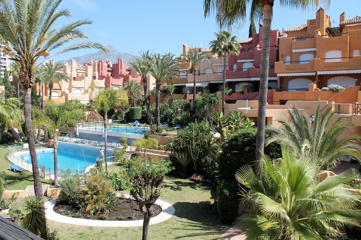 Reihenhaus Stadthaus in Nueva Andalucía R2157122