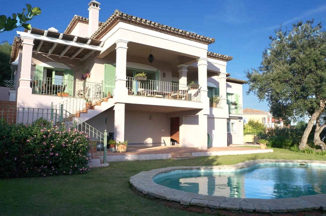 Villa 5 Dormitorios en Venta Torreguadiaro