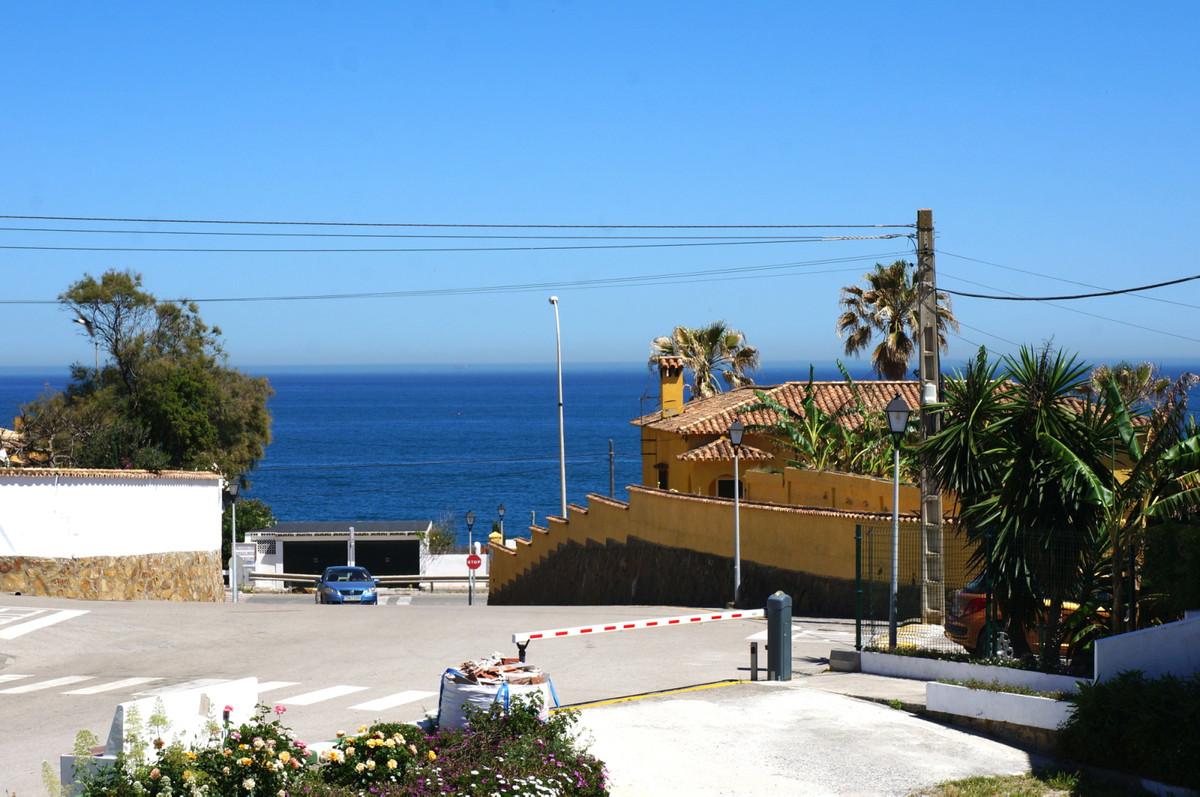 2 bedroom top floor apartment in Torreguadiaro with walking distance to beach, shops and restaurants,Spain