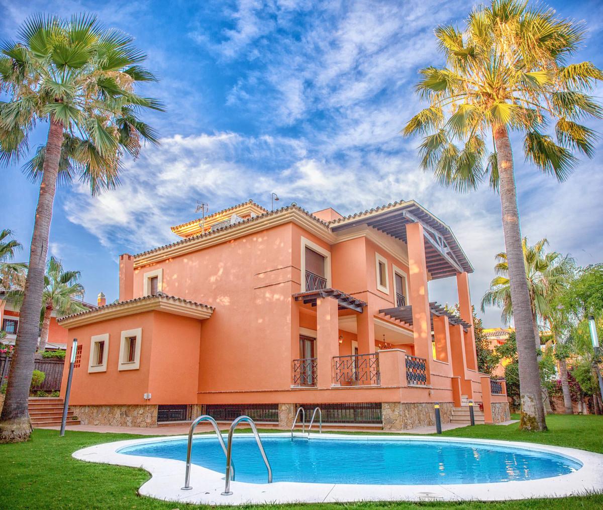 VILLA FOR SALE CLOSE TO THE BEACH IN LOS MONTEROS PLAYA MARBELLA Los Monteros, Marbella East  Andalu,Spain
