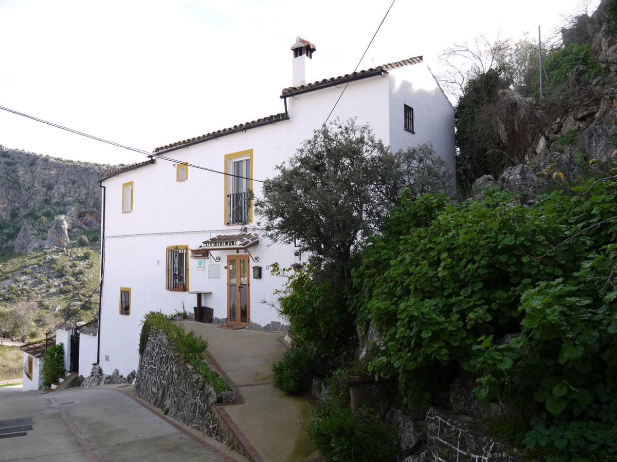 3 dormitorio villa en venta montejaque