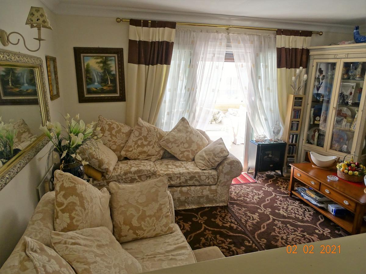 1 Bedroom Middle Floor Apartment For Sale El Paraiso