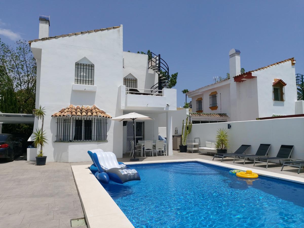 House in Atalaya R3671126 1