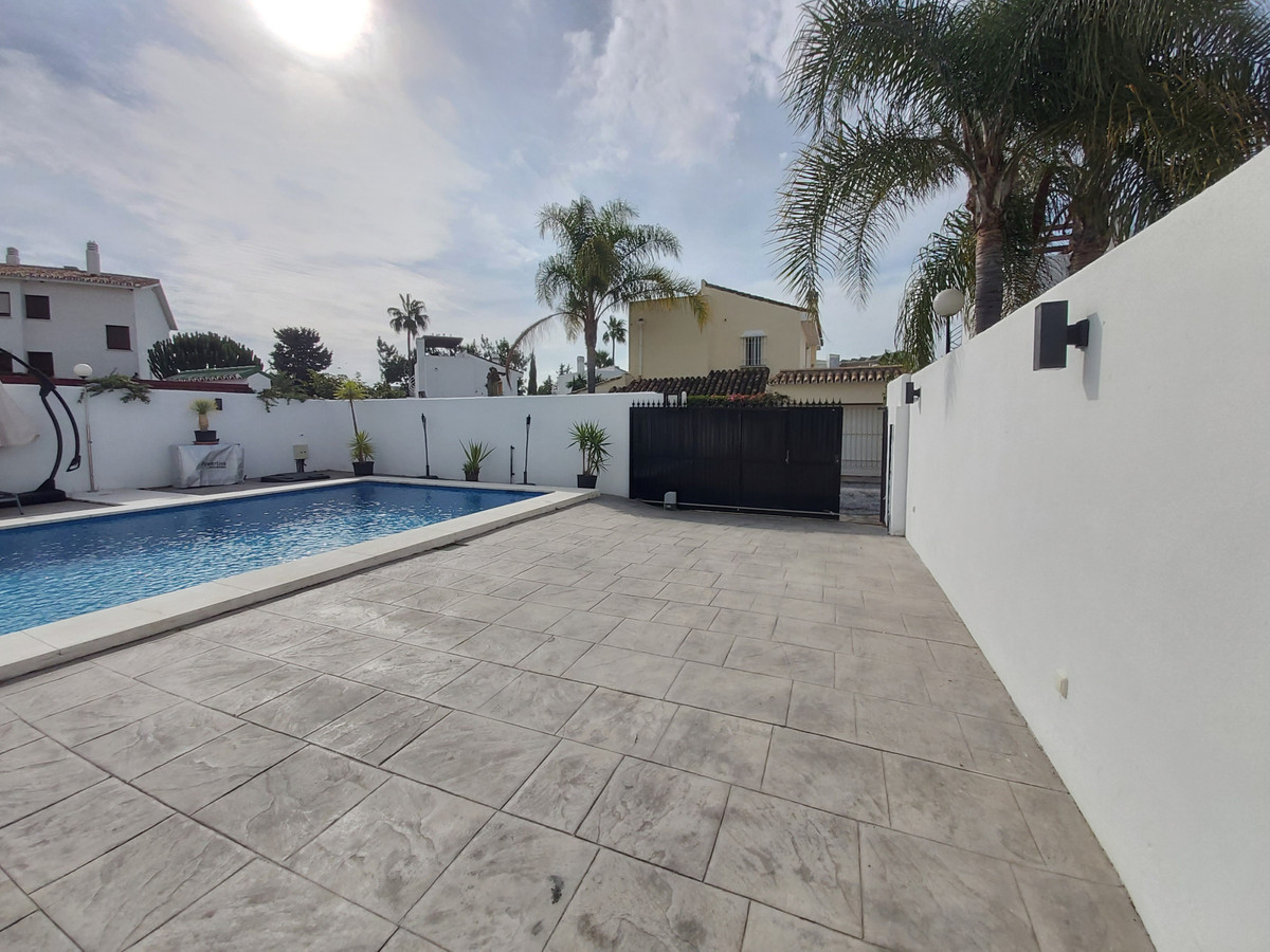 House in Atalaya R3671126 14