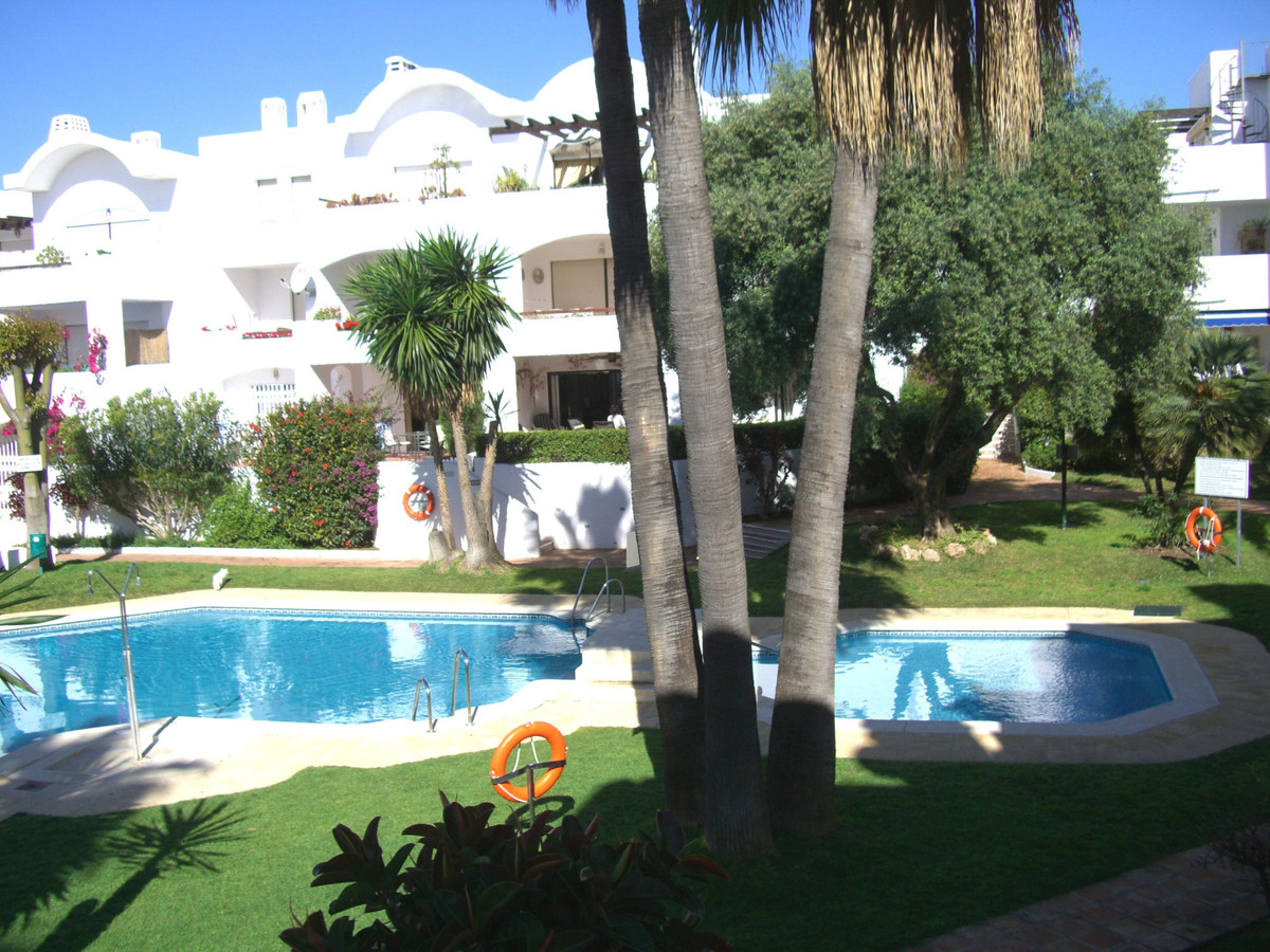 Spacious two bedroom, two bathroom first floor apartment in gated residential complex close to ameni,Spain