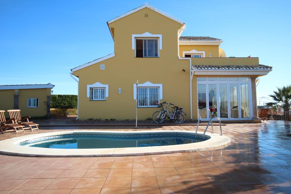 Detached Villa in Riviera del Sol R3087874