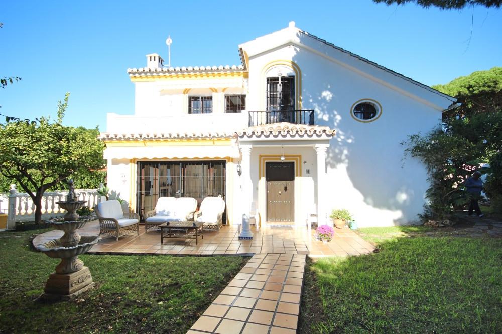 Detached Villa in Calahonda R3296896