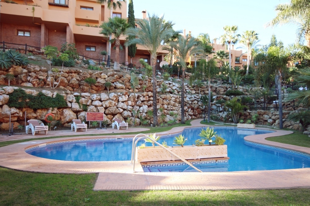 The property consists of a large lounge/diner, fully fitted kitchen, 2 double bedrooms both with en ,Spain