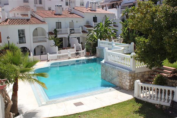Priced to sell is this quiet, bright south west facing 2 bedroom apartment which is situated within ,Spain