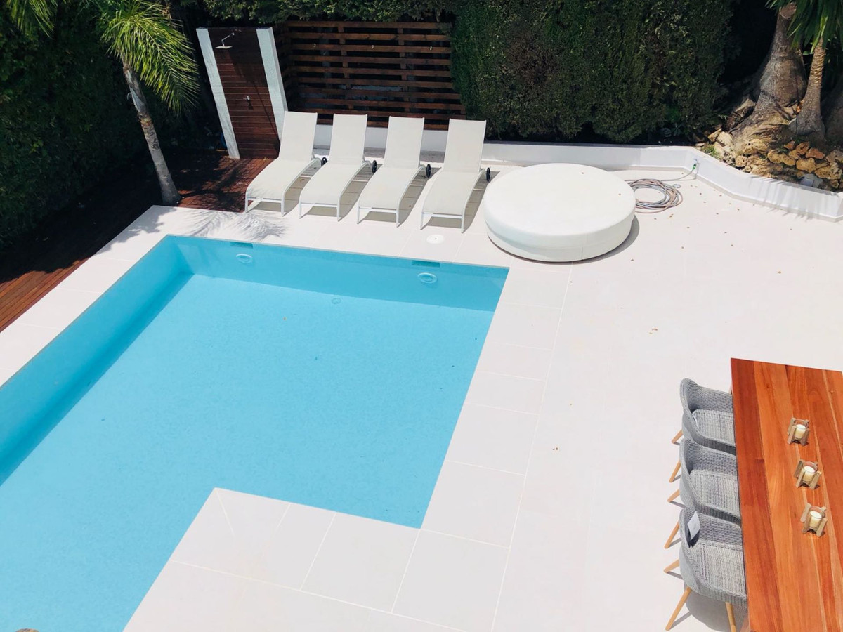 Detached Villa for sale in Puerto Banús R3478021