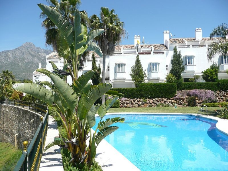 This cozy townhouse is situated in a gated urbanisation complex on the Golden Mile, just a few minut,Spain
