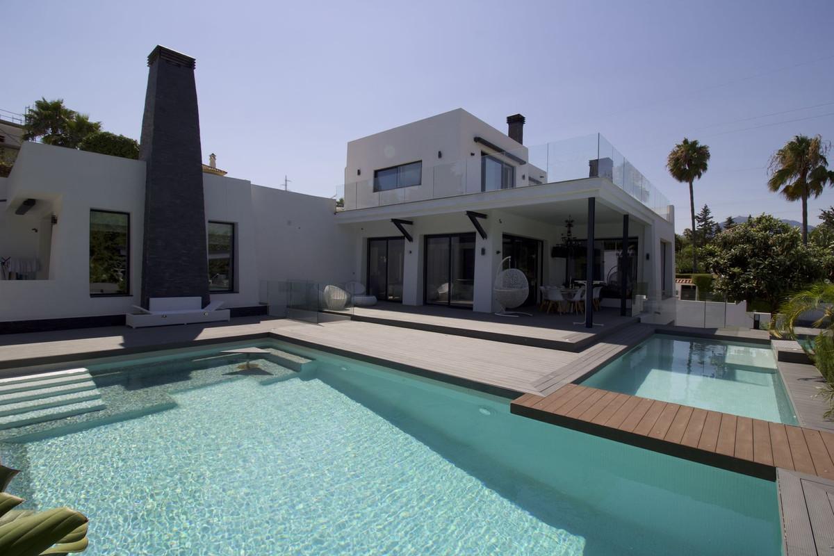 Villa Till salu i Nueva Andalucía R2521307