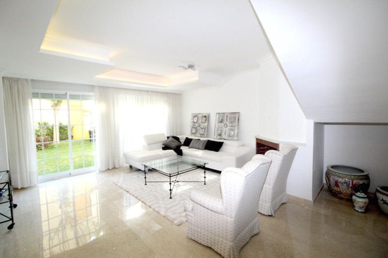 Four bedrooms townhouse on the beach side, at hist 5 minutes away of Puerto Banus and walking distanSpain