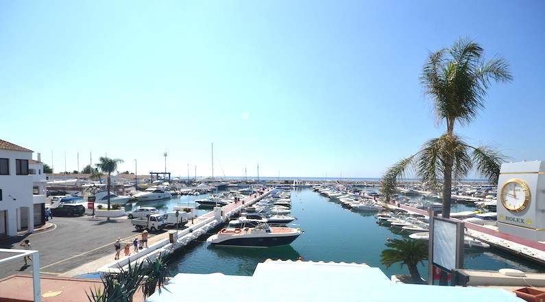 Freehold Local commerical in the heart of Puerto Banus front line , the local is front line in Puert,Spain
