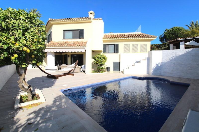 Detached Villa for sale in Nueva Andalucía R3067057