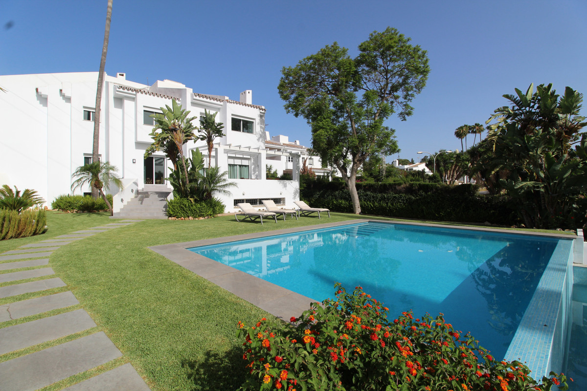 Villa zu verkaufen in Nueva Andalucía R3505000