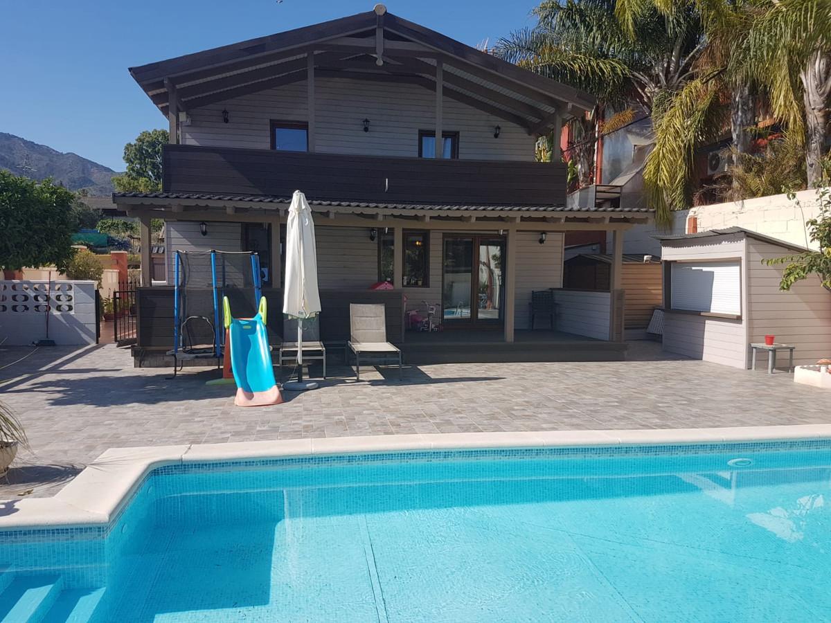 Semi-Detached House, Marbella, Costa del Sol. 4 Bedrooms, 3 Bathrooms, Built 200 m², Garden/Plot 500,Spain