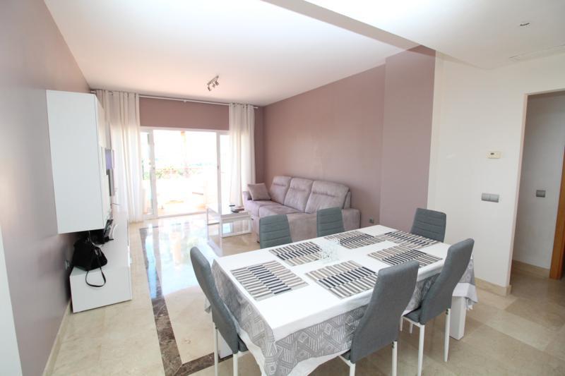 Top Floor Apartment in Benahavís R3207850