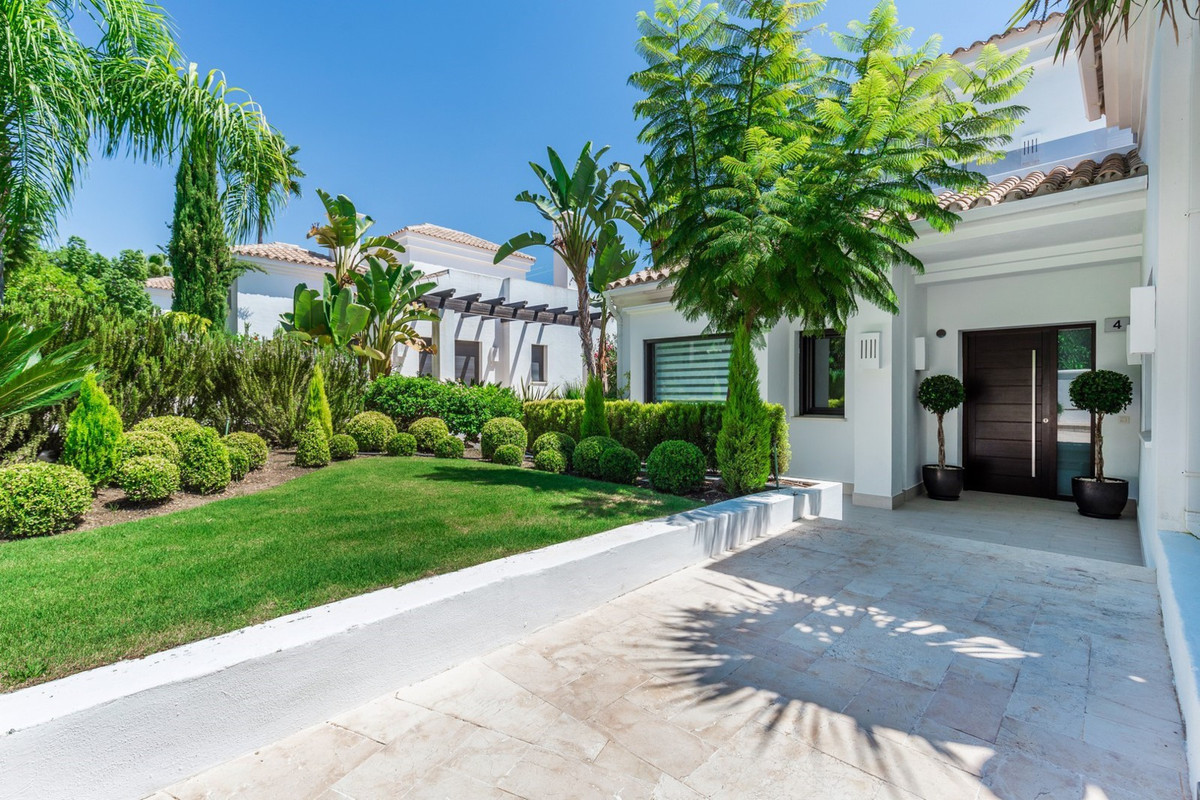 Only a full inspection of this superb villa will enable you to appreciate the impecable taste of bot,Spain
