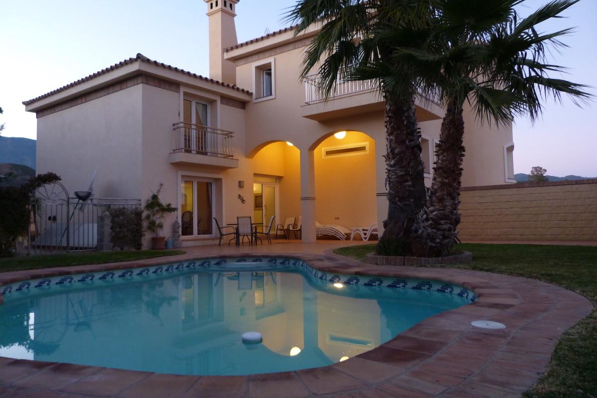 Detached Villa, Estepona, Costa del Sol. 3 Bedrooms, 3 Bathrooms, Built 400 m², Terrace 200 m², Gard,Spain