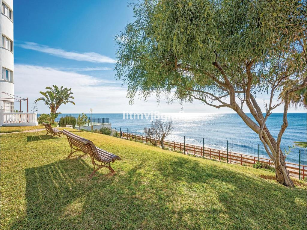 LOCATION!  KEYS AT THE OFFICE! CALAHONDA, BEACH FRONT  Apartment situated just a few steps (20meters,Spain