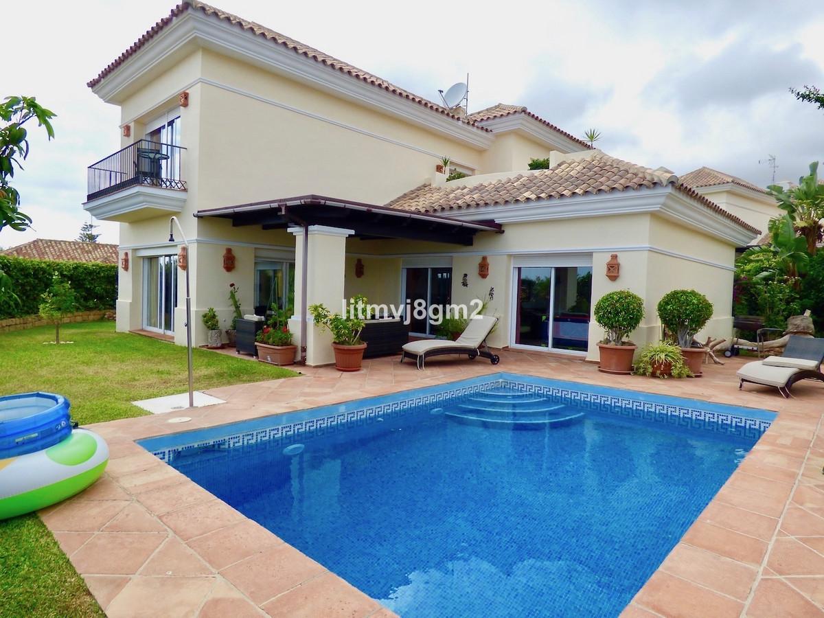 Fritliggende Villa i Riviera del Sol R3002978