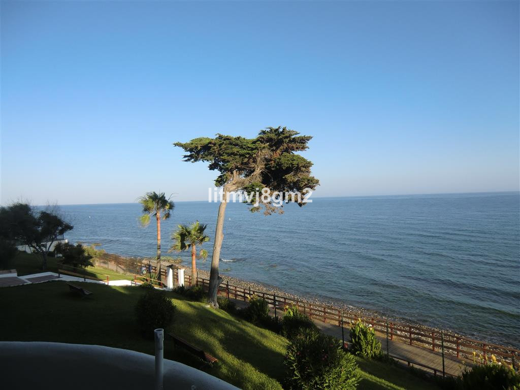 LOCATION CALAHONDA, BEACH FRONT  Apartment situated just a few steps (50meters) from sandy beach, co,Spain