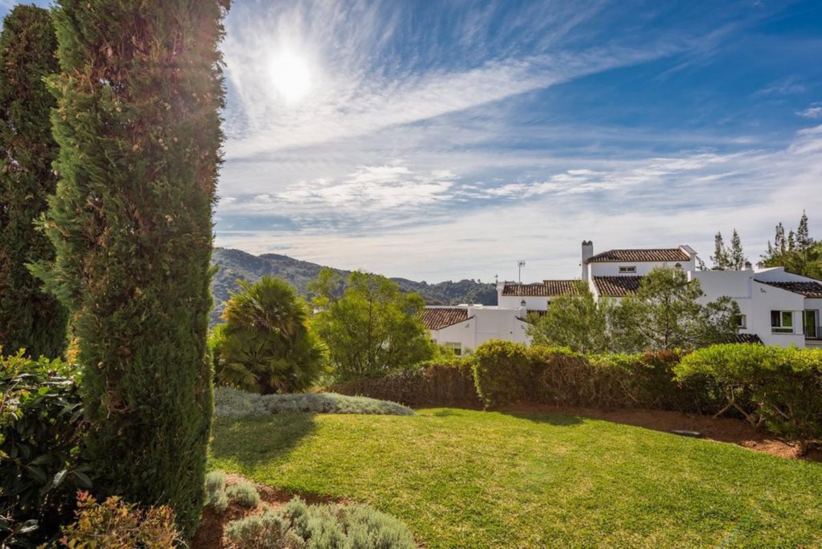 Lovely south east facing 2 bed ground floor apartment with garden views in Altos de la Quinta. It bo,Spain