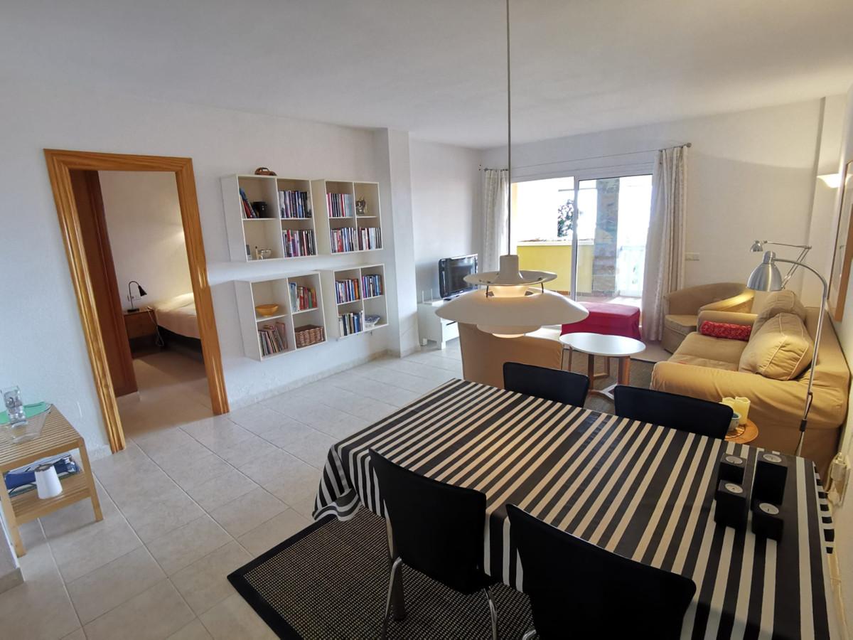 2 Bedroom Middle Floor Apartment For Sale Fuengirola