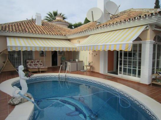 Villa in La Sierrezuela with walking distance to shopping and restaurants.  Villa located in La Sier,Spain