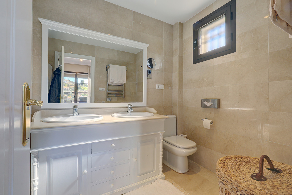 3 Bedroom Apartment For Sale, Benahavís