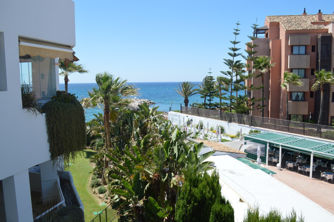 Lovely apartment located in a closed complex La Herradura, within walking to the Hotel Guadalpin Ban,Spain