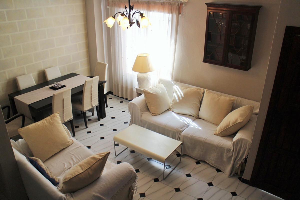 Villa, Semi Detached  for sale    en Estepona