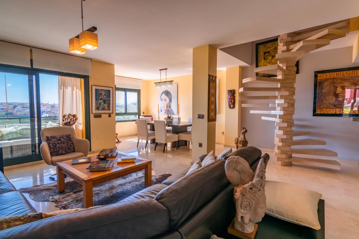 Penthouse for sale in Estepona R3444349