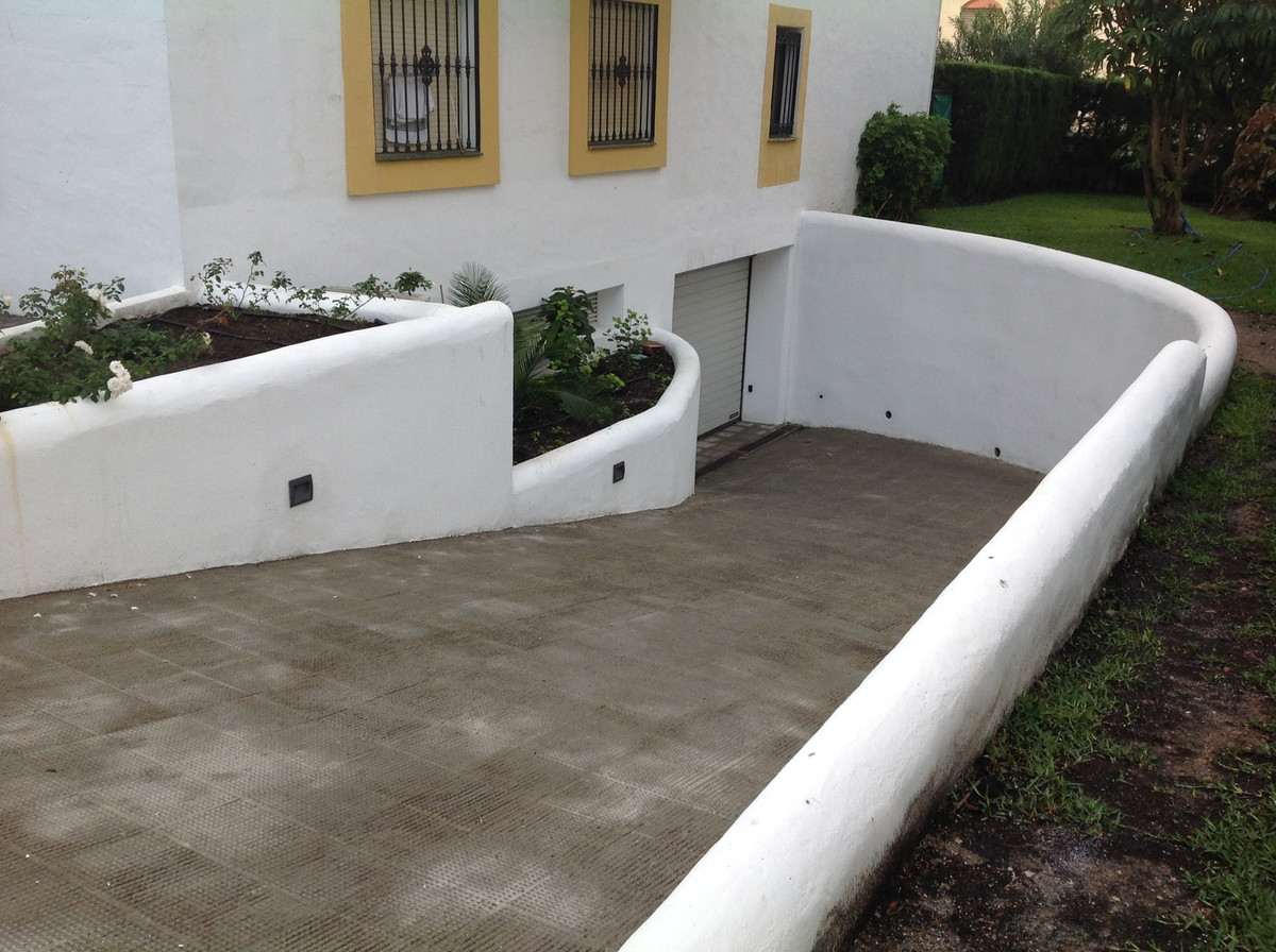 0 Bedroom Parking Space Commercial For Sale Estepona