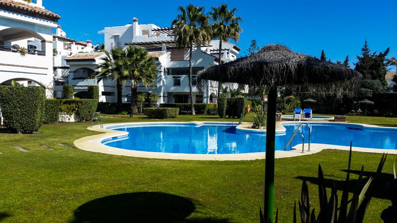 Sunny, 1st. floor apartment for sale in the complex La Rada on San Pedros beach side urbanization Nu,Spain