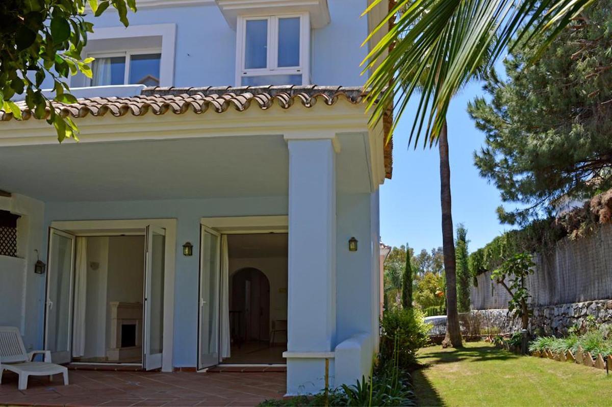 Reihenhaus Stadthaus in Nueva Andalucía R3506308