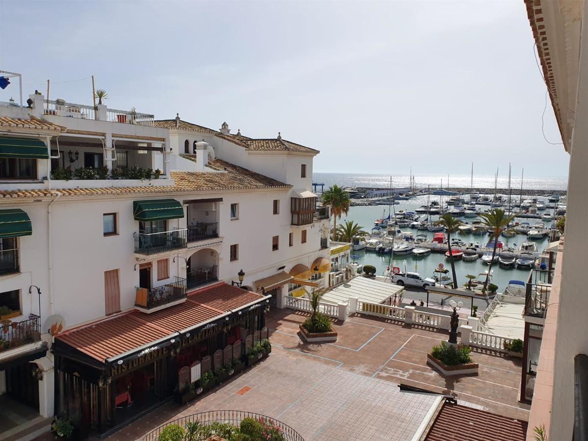 Penthouse, La Duquesa, Costa del Sol. 3 Bedrooms, 3 Bathrooms, Built 130 m², Terrace 20 m².  Setting,Spain