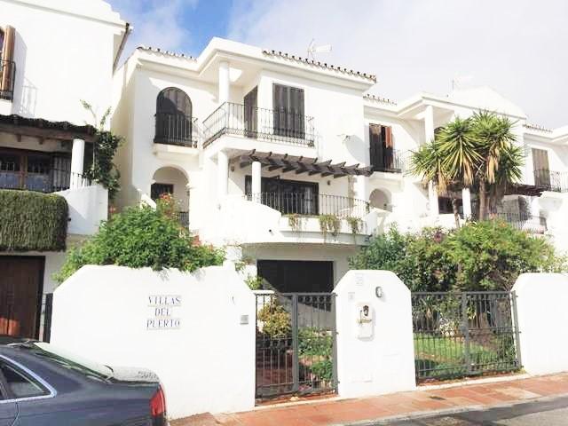 Townhouse, La Duquesa, Costa del Sol. 3 Bedrooms, 3 Bathrooms, Built 200 m², Terrace 60 m², Garden/P,Spain