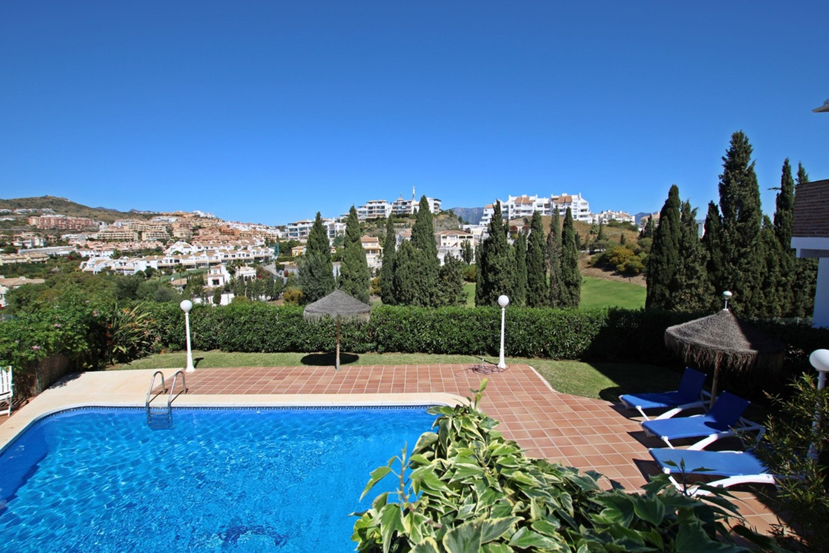 STUNNING 3 bedroom townhouse with private garage. This immaculate property located in Riviera del So,Spain