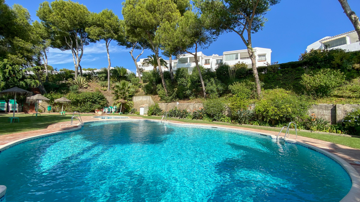 Beautiful apartment in the lovely Jardin B Miraflores development, just a short walk to the beach an,Spain